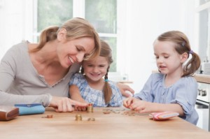 teach-kids-howto-save-moneymomdaughters