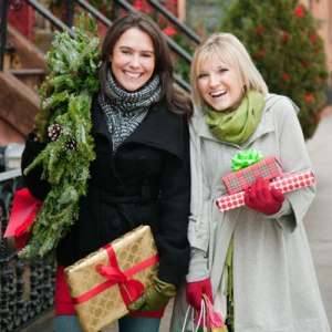 1211-women-holiday-shopping-lgn