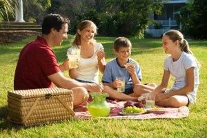 family-picnic-spring